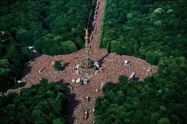 Love Parade в парке Тиргартен. Берлин