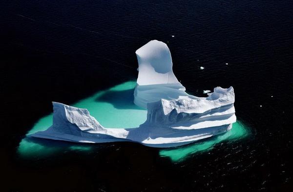 Растаявший айсберг во фьерде Unartoq, Гренландия