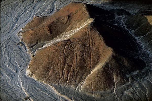 """""""Космонавт"""" на плато Наска. Перу"""