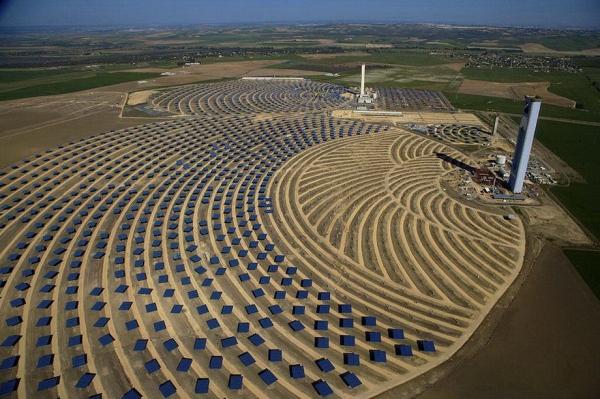 Солнечная тепловая электростанция в Санлукар-ла-Майор в Андалусии, Испания