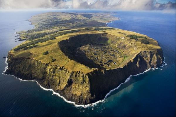 Рано Кау, вулкан в национальном парке Рапа-Нуи на Острове Пасхи. Это вулкан, расположенный на юго-западе острова последний раз извергался в период от 150 до 210 тысяч лет назад