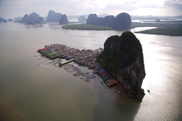 Деревня на сваях в Таиланде